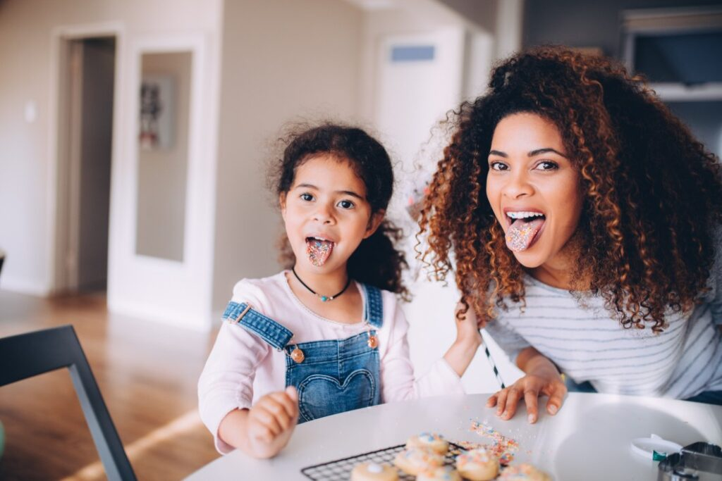 baking-kitchen-colorful-fun-mother-tongue-daughter-cookies-happy-afro_t20_eoJJyW-1.jpg